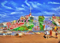 サルベーションマウンテン 砂漠の中のLOVEアートを見に行こうツアー