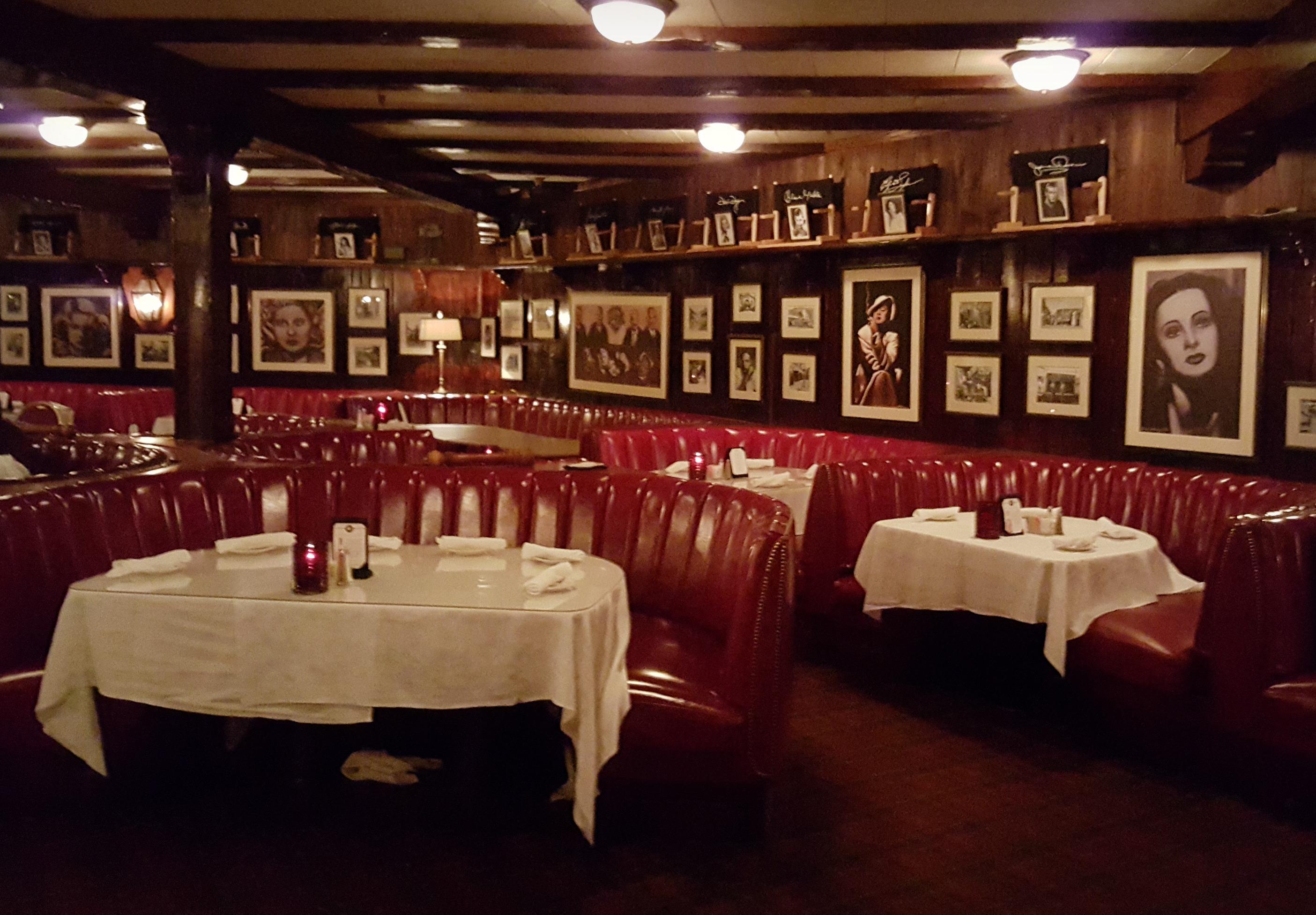 スモークハウスレストラン内